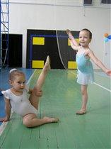 подружки - гимнастки