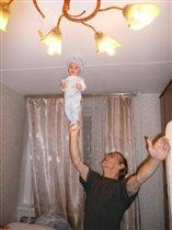 Дианка акробатка с дедушкой!