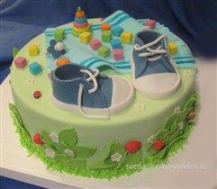 Торт кеды и игрушки на коврике