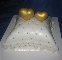 Торт Золотые сердечки на подушке