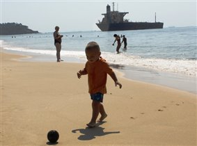 Футбол на берегу океана