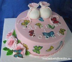 Торт с пинетками и бабочками