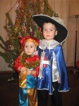 Брат Д`Артаньян(4 г)  и брат Петрушка (1 г 9 мес)