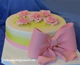 Торт  С розами и бантом