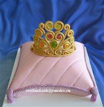 Торт Корона на розовой подушке