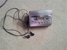 продаю кассетный плеер с радио - SONY WM-FX473
