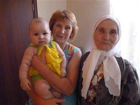 А это я с бабушкой и прабабушкой!!!!!!!!!!