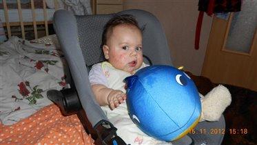 Любимая игрушка-подушка Кит))