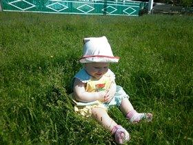 Любим сидеть на зеленой травке