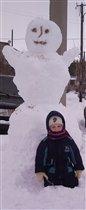 Мы да же в стужие морозы  гуляем и лепим снеговико