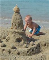 Самая лучшая игра - строить замки из песка!