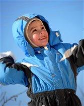 игра в снежки -любимое занятие на свежем воздухе