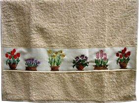 Полотенце с вышивкой 'Цветочные горшки'.