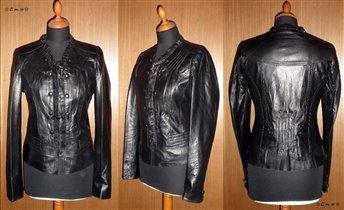 Кожаная куртка со сборками и пуговками