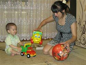 Мама может и в машинки)))