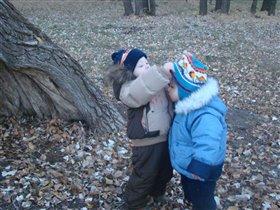 Заботимся о братике,чтоб не замерз!