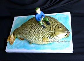 Торт рыба с красной икрой в брюшке