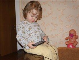 Дочка на горшке, мама в интернете, все как в жизни