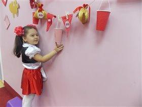 Дочка Вера считает денёчки до Нового Года))