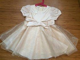 платье 98 р-р бежевое
