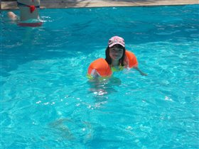 обожает бассейн
