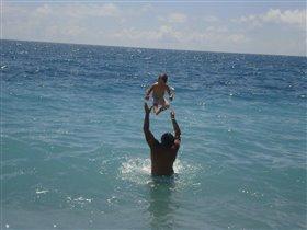 С папой на море