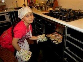 Арианна печёт печеньки ....