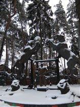 Первый снег - сад-музей З.Церетели в Переделкино
