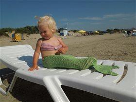 Дочка первый раз на море и уже воображает