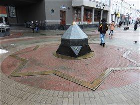 Памятник компасу