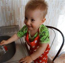 Кто сказал, что мытье посуды не мужское занятие?