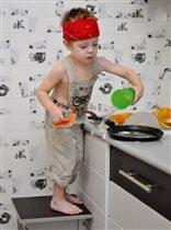 Я -главный по тарелочкам! А мама-по мытью полов...