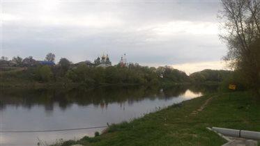 Вид на город с другого берега Москвы-реки