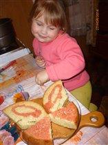 Олеся придумывает торт себе на День Рождения.