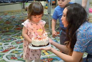 2 года нашей сладкой пироженке!