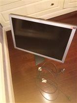 монитор рабочий огромный экв пока уточняю(стоит в