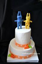 Морковный свадебный торт с оберегами