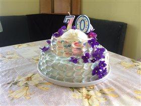 Торт с живыми цветами на юбилей