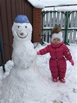Первый снег со снеговиком )