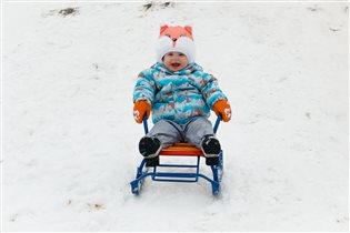 Зимняя радость-это когда с горки на санках!