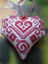 Сердечко вышитое крестиком.