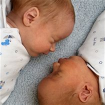 Саша и Вадик. 1 месяц.