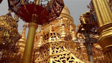 Купола золотых ступ Мьянмы