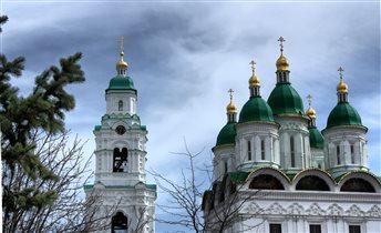 Колокольня и Успенский Собор Астраханского Кремля