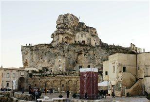 Церковь построенная в скале, г. Матэра, юг Италии.