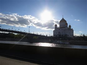 'Патриарший мост' в лучах вечернего солнца