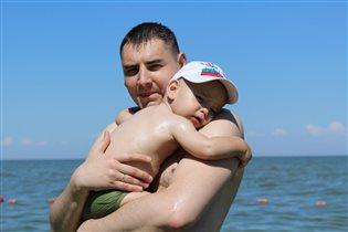 Артёмка 1,5 года  испугался моря!