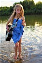 Юная гитаристка на отдыхе