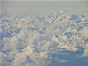 Кавказ подо мною... Вид из иллюминатора самолета.