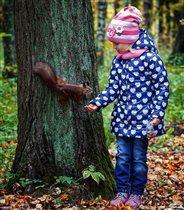 Однажды в осеннем лесу я белочку встретил)))
